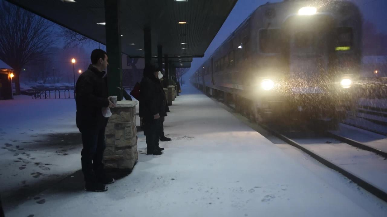 Commuters struggle to make their way during the snowstorm in Fair Lawn. Mitsu Yasukaw/NorthJersey.com