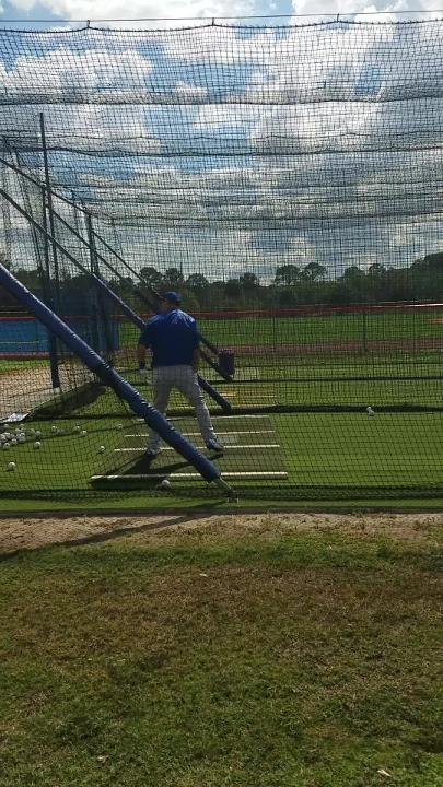 Michael Conforto takes swings in the cage Monday.