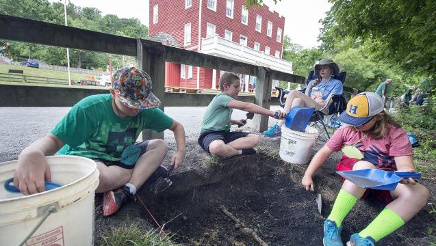 Young explorers dig beneath Hanover Junction