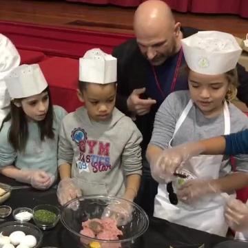 Students at School 3 and School 5 seasoned turkey meatballs, shaped them, cooked them and finally ate them on Tuesday and Thursday as part of a healthy cooking demonstration by chef and three-time national bodybuilding champion Carlo Filippone.