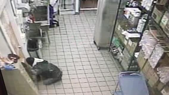 Video: Dunkin' Donuts safe theft
