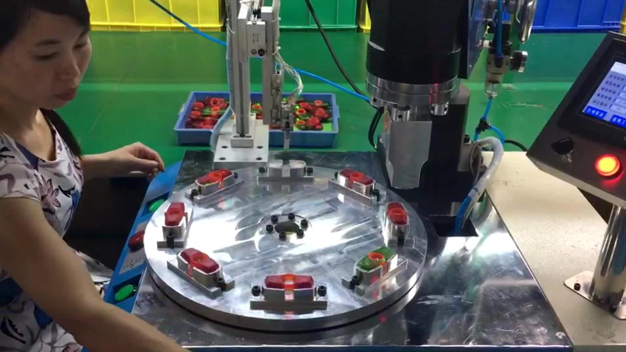 A video of Zing Toys'  Spinzipz  spinners being  made in a Chinese toy factory.