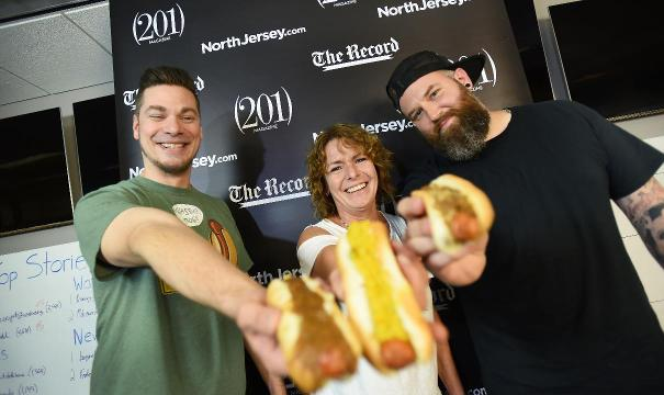 North Jersey Eats assembled a taste team to sample 3 local hot dogs. Hot dog lovers and enthusiasts taste six different hot dogs, two each from three locations, Riverside East in Elmwood Park, Rutt's Hutt in Clifton and Pappy's Diner in Totowa.