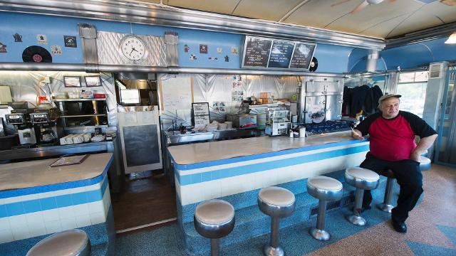 Lee's Diner, a stainless steel mid-century restaurant icon